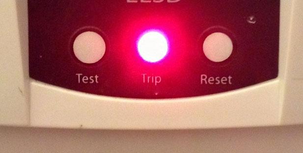 ไฟ Trip ในเครื่องทำน้ำอุ่นไฟฟ้าบางรุ่นขึ้นสีแดง หมายถึงอะไร